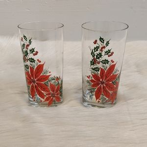 Vintage set of two Holly berry drinking glasses.